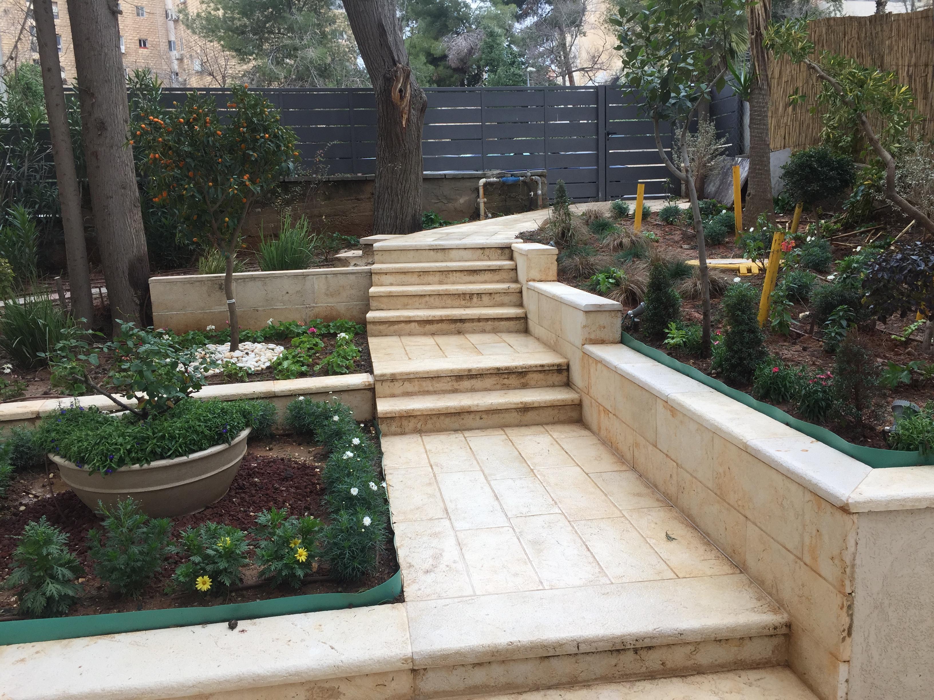 בטלביה ! דירת גן !  צמוד למלון ענבל